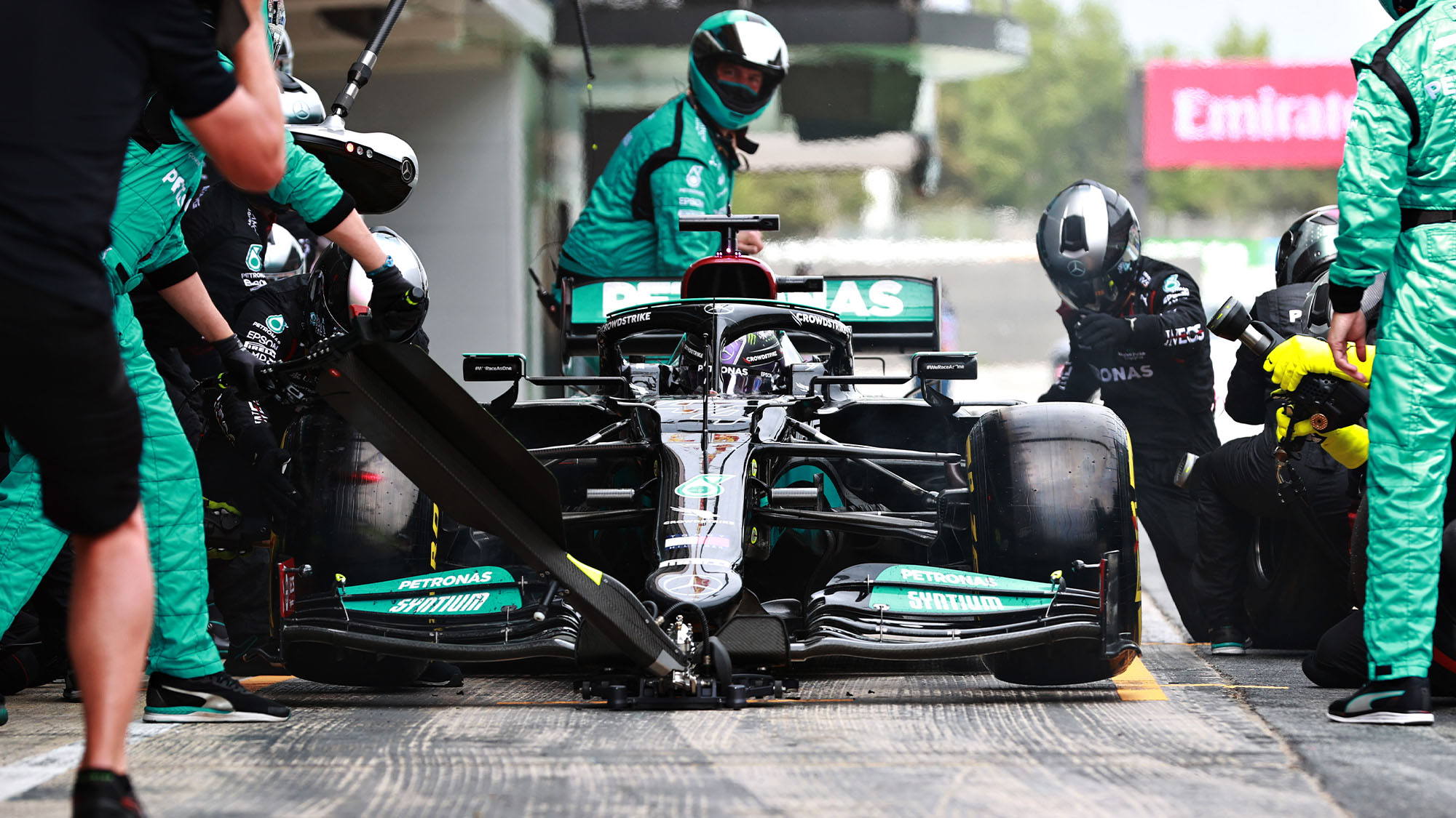 BARCELONA, SPAIN - MAY 09: Lewis Hamilton of Great Britain driving the (44) Mercedes AMG Petronas F1 Team Mercedes W12 makes a pitstop during the F1 Grand Prix of Spain at Circuit de Barcelona-Catalunya on May 09, 2021 in Barcelona, Spain. (Photo by Mark Thompson/Getty Images)
