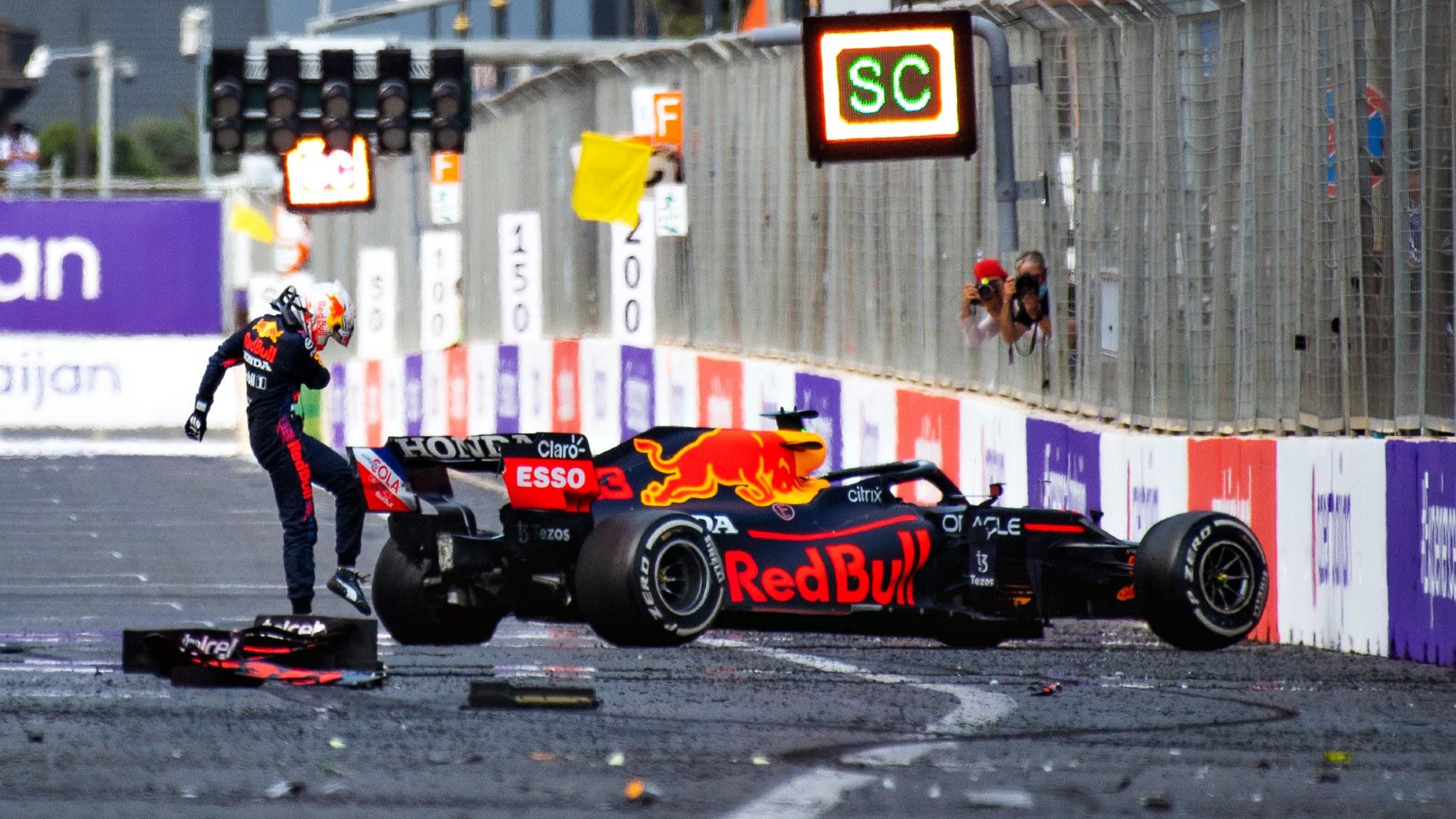 Max Verstappen, 2021 Baku crash