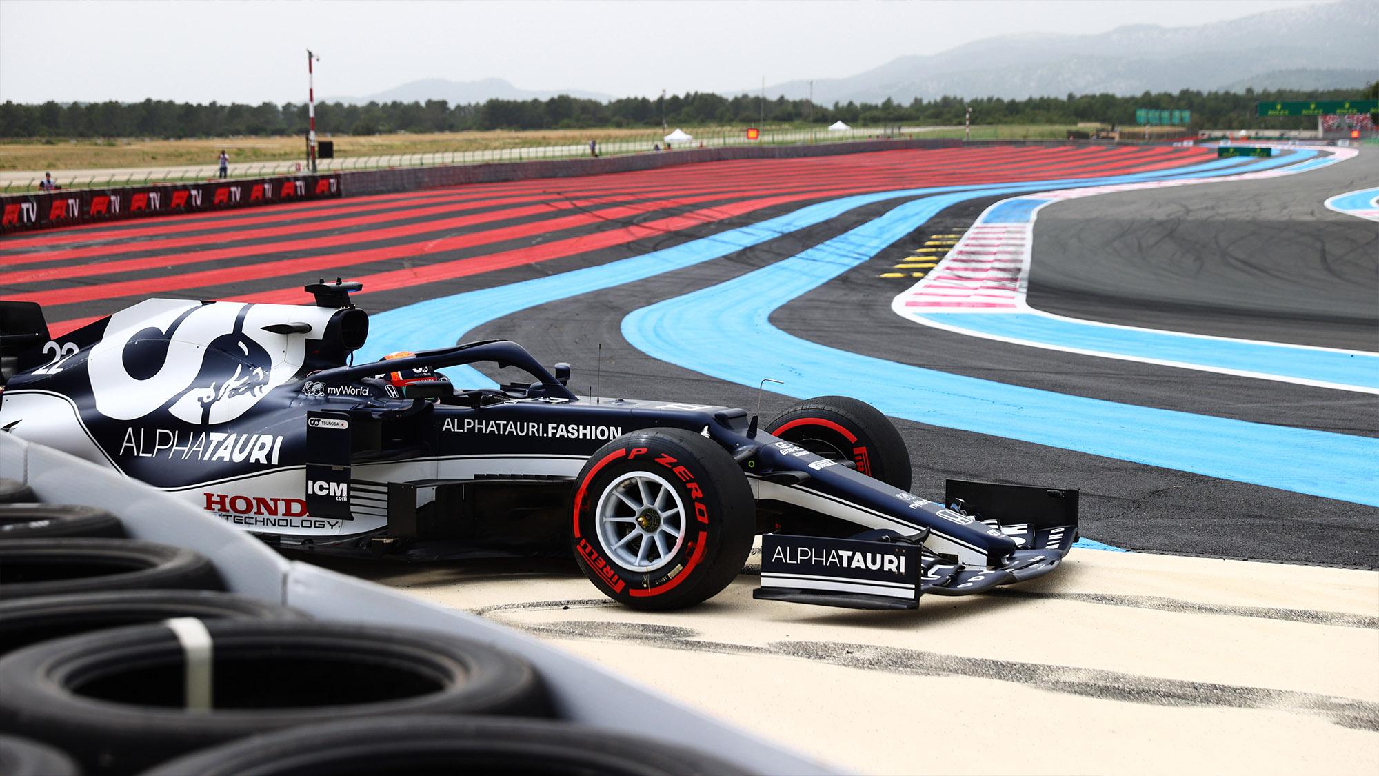 Yuki Tsunoda crashes during qualifying for the 2021 French Grand Prix