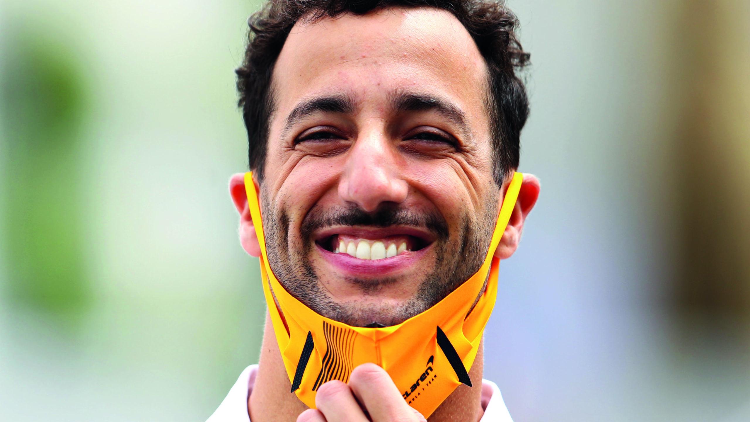 Daniel-Ricciardo-smiling-with-facemask