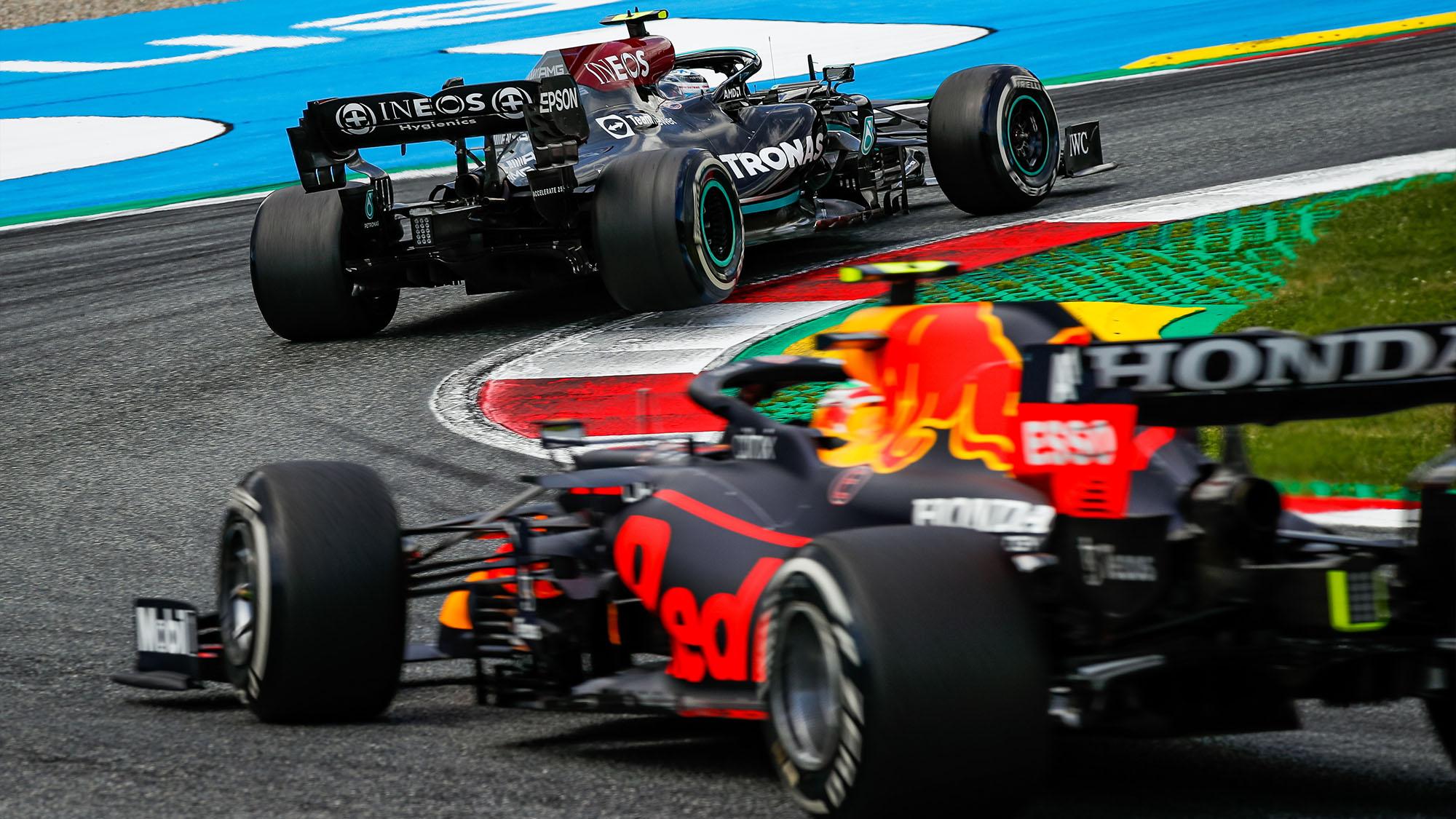 Sergio Perez chases down Valteri Bottas at the 2021 Styrian Grand Prix