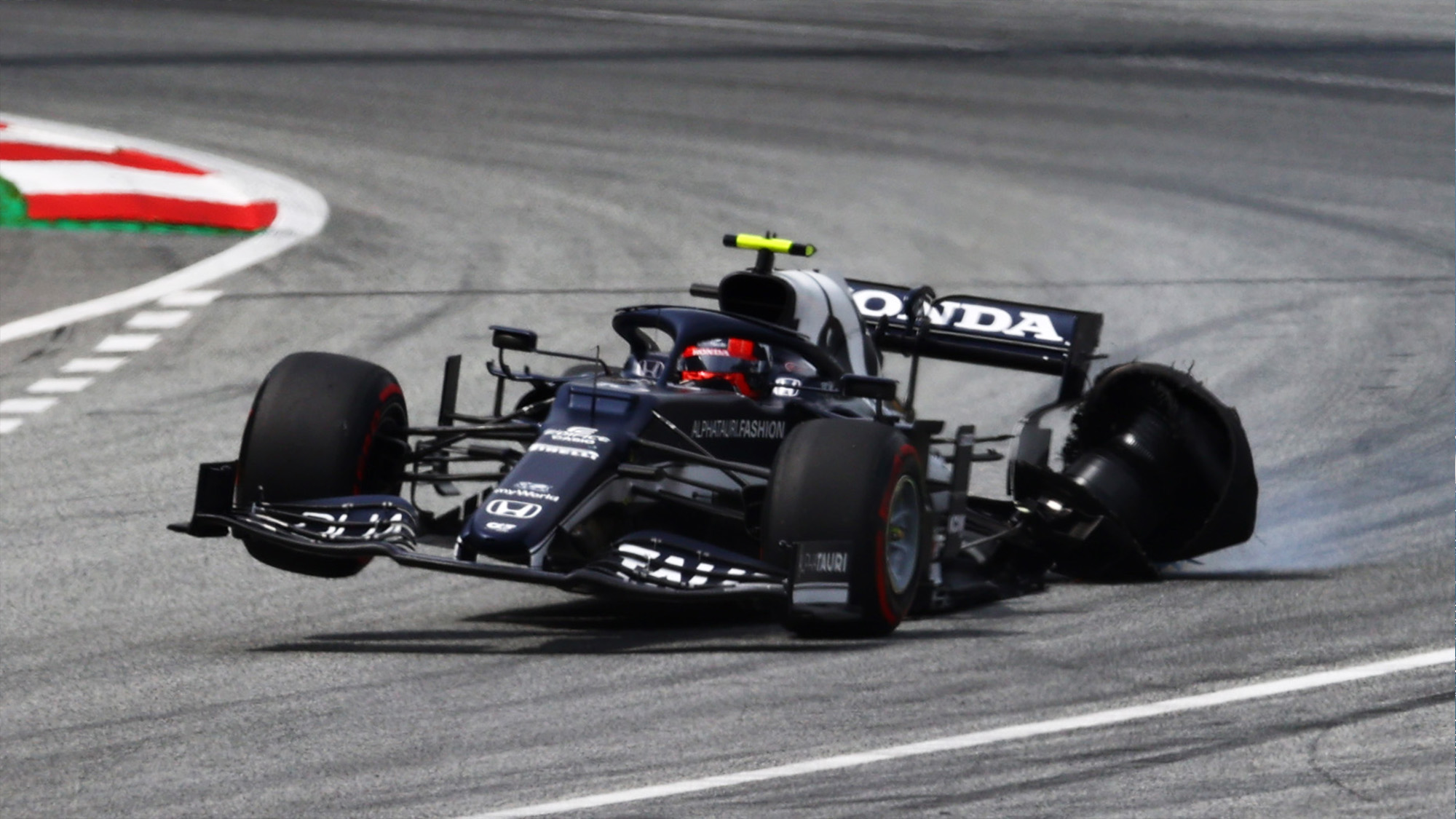 Pierre Gasly with broken rear wheel at the 2021 Styrian Grand Prix