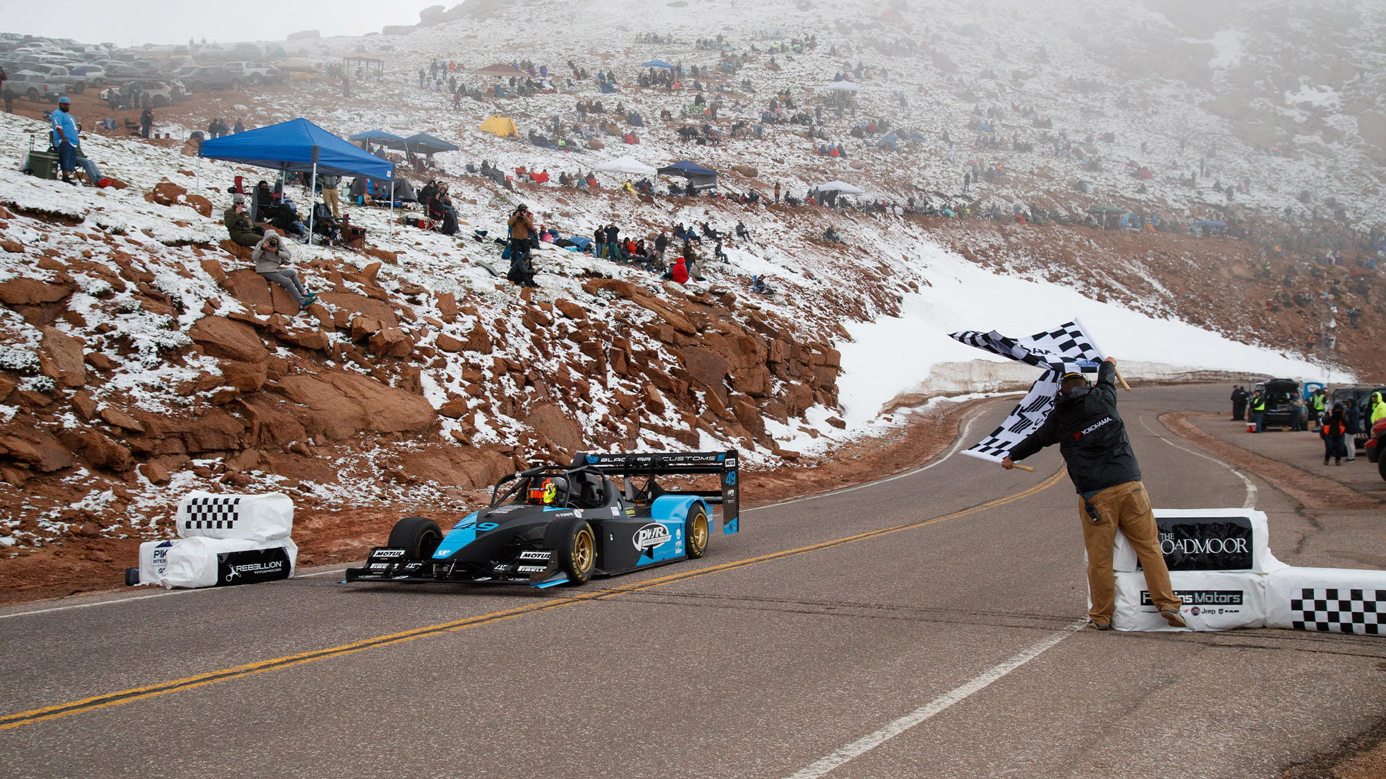 Robin Shute crosses the line at the top of Pike's Peak in 2021
