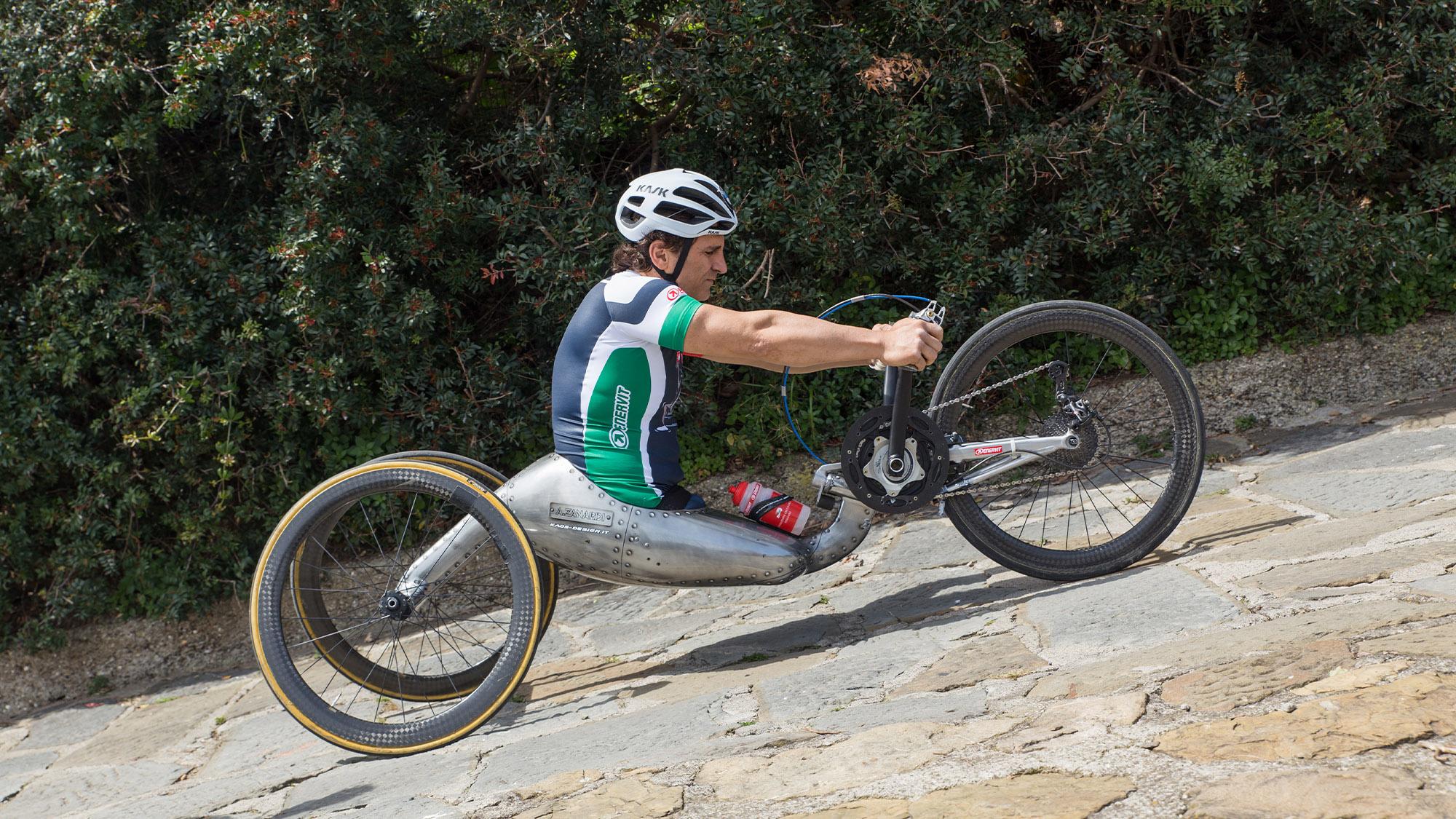 Alex Zanardi on a handcycle in 2020