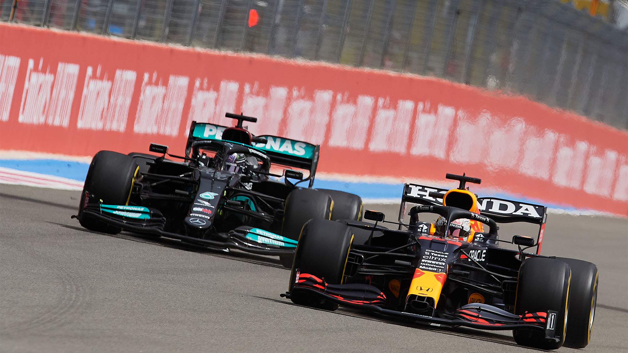 Max Verstappen of Netherlands driving the (33) Red Bull Racing RB16B Honda and Lewis Hamilton of Great Britain driving the (44) Mercedes AMG Petronas F1 Team Mercedes W12 during the F1 Grand Prix of France at Circuit Paul Ricard on June 27, 2021 in Le Castellet, France. (Photo by Jose Breton/Pics Action/NurPhoto via Getty Images)