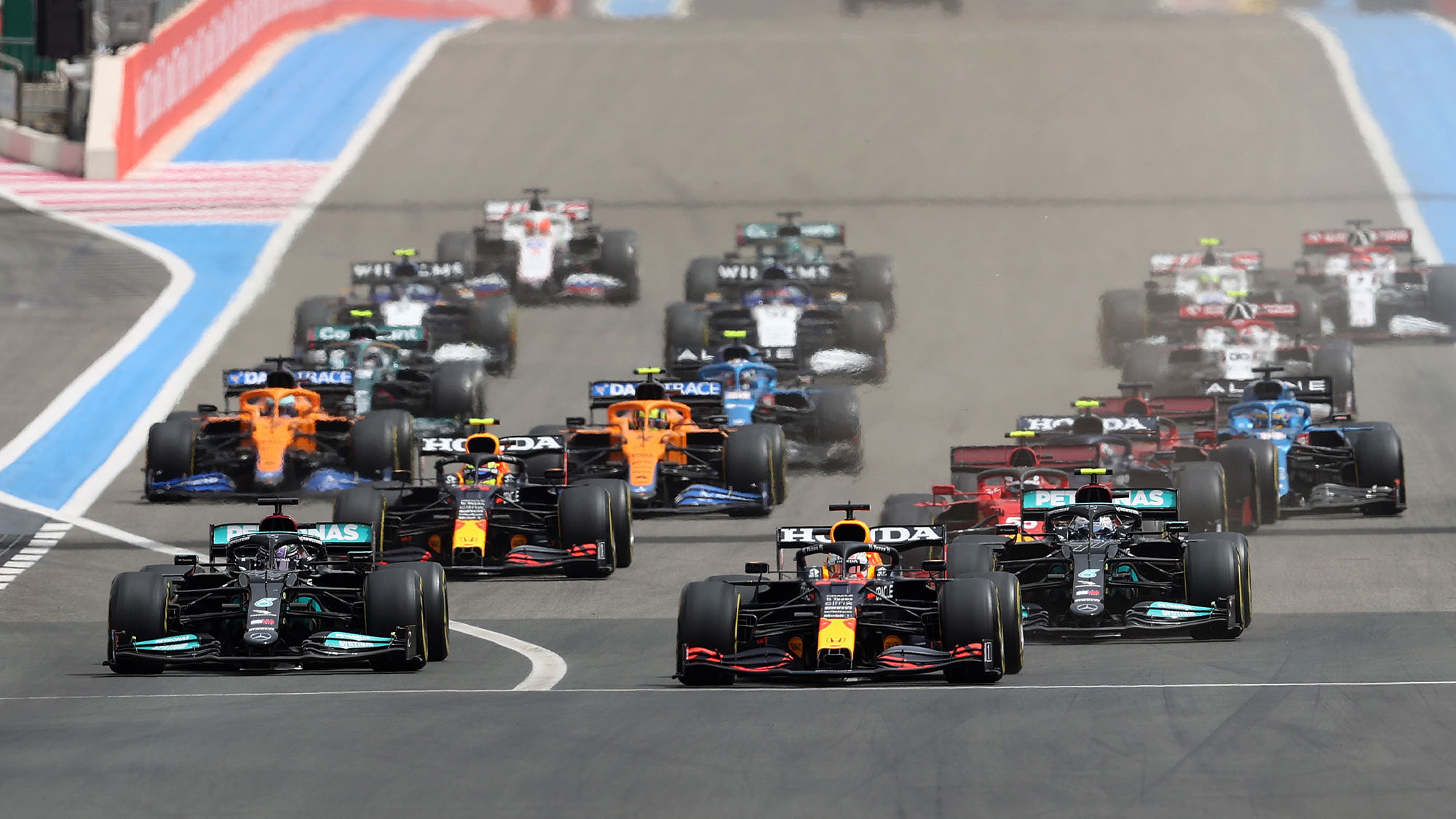 LE CASTELLET, FRANCE - JUNE 20: Max Verstappen of Netherlands and Red Bull Racing leads Lewis Hamilton of Great Britain into the first corner at the start of the F1 Grand Prix of France at Circuit Paul Ricard on June 20, 2021 in Le Castellet, France. (Photo by Clive Rose/Getty Images)
