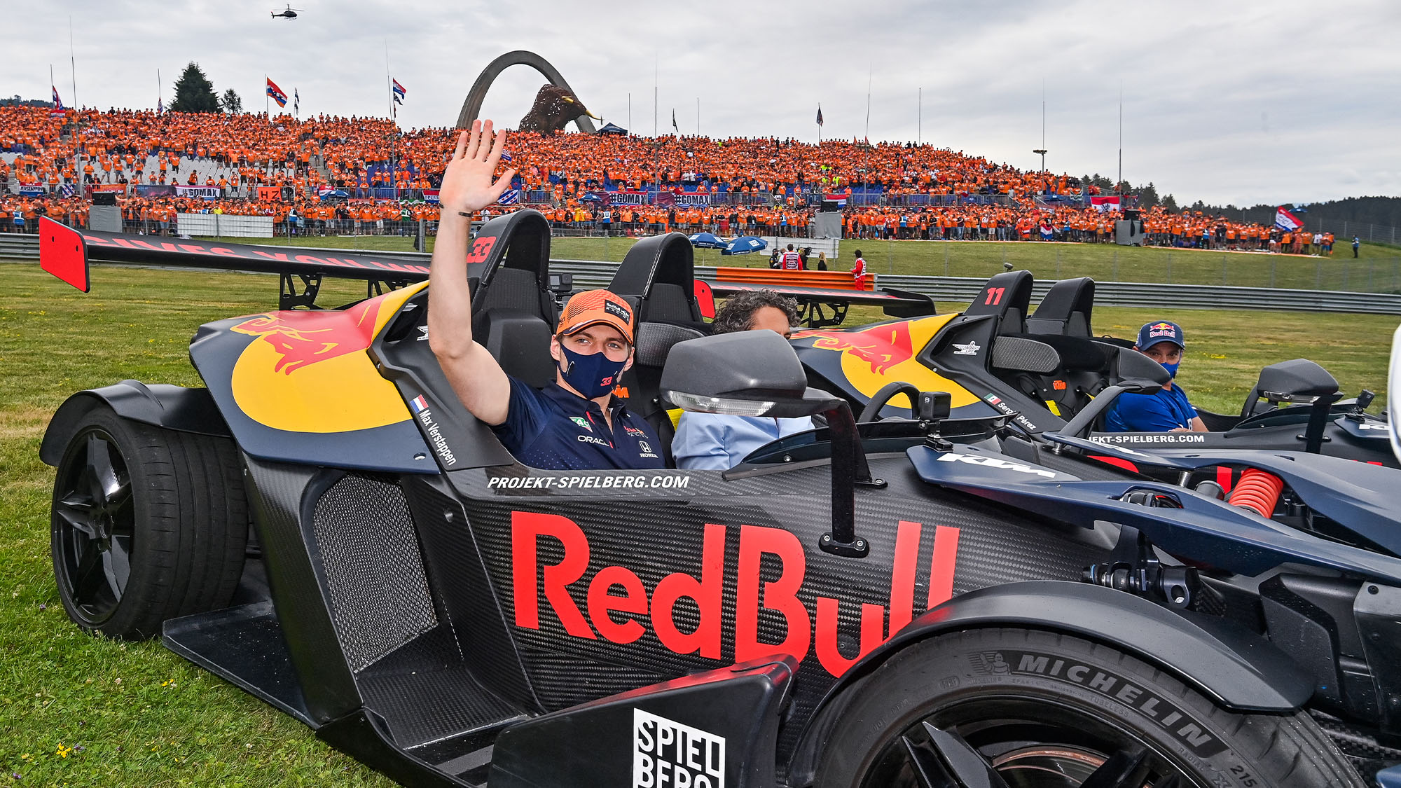 PEREZ Sergio (mex), Red Bull Racing Honda RB16B, and VERSTAPPEN Max (ned), Red Bull Racing Honda RB16B, portrait in front of their fans in the grandstands during the Formula 1 Grosser Preis Von Osterreich 2021, 2021 Austrian Grand Prix, 9th round of the 2021 FIA Formula One World Championship from July 2 to 4, 2021 on the Red Bull Ring, in Spielberg, Austria - Photo DPPI