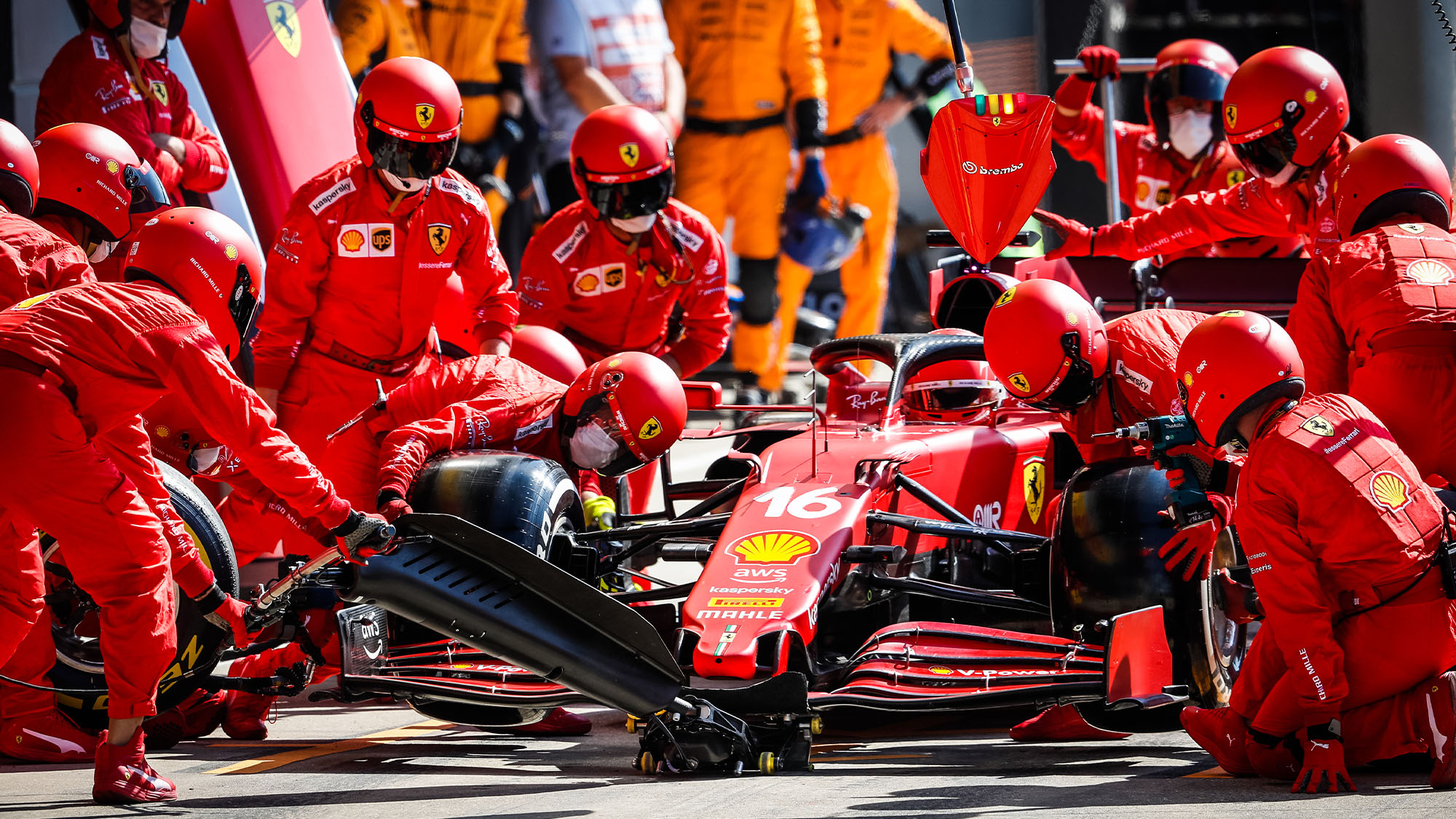 pit stop 16 LECLERC Charles (mco), Scuderia Ferrari SF21, action during the Formula 1 Pirelli British Grand Prix 2021, 10th round of the 2021 FIA Formula One World Championship from July 16 to 18, 2021 on the Silverstone Circuit, in Silverstone, United Kingdom - Photo Antonin Vincent / DPPI