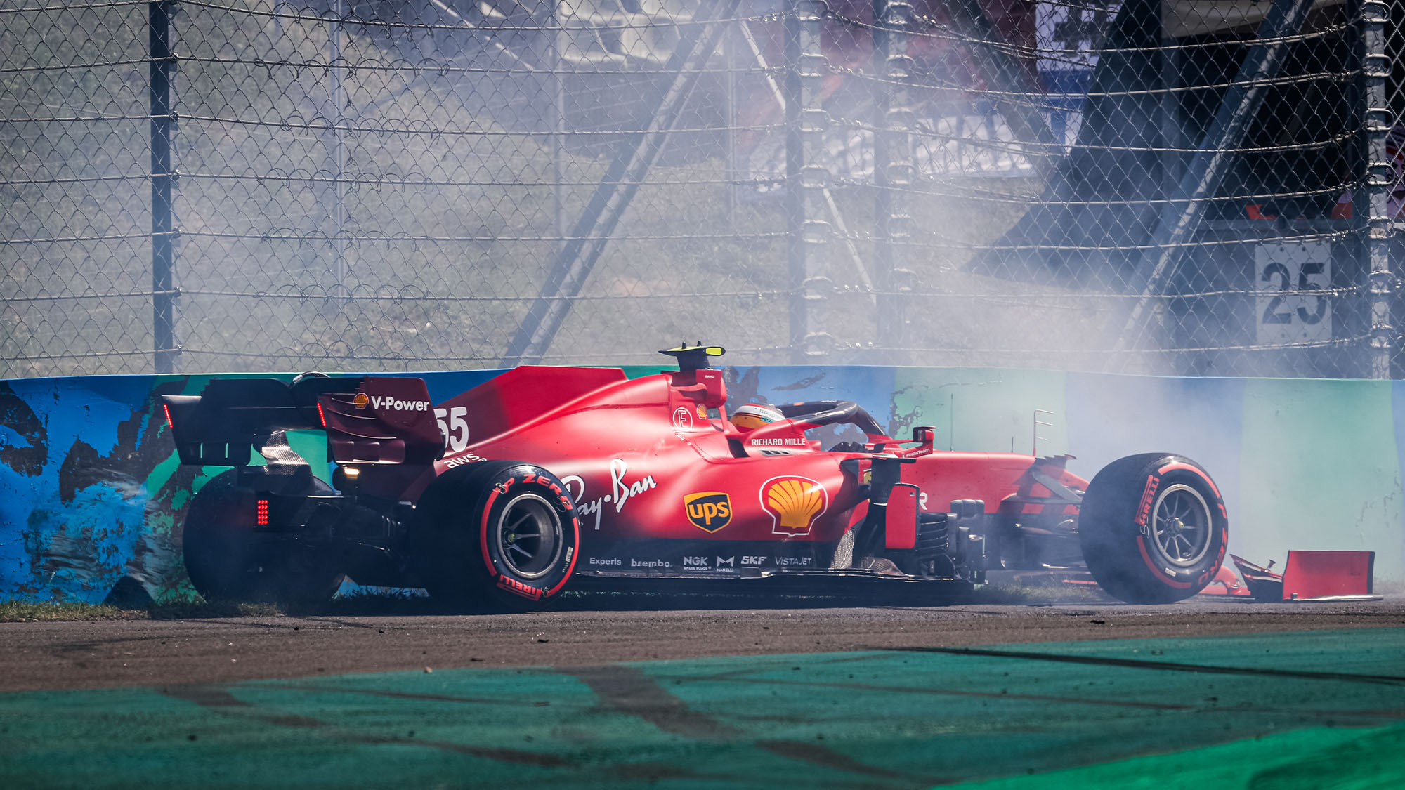 55 SAINZ Carlos (spa), Scuderia Ferrari SF21, action crash, accident, during the Formula 1 Magyar Nagydij 2021, Hungarian Grand Prix, 11th round of the 2021 FIA Formula One World Championship from July 30 to August 1, 2021 on the Hungaroring, in Mogyorod, near Budapest, Hungary - Photo Antonin Vincent / DPPI